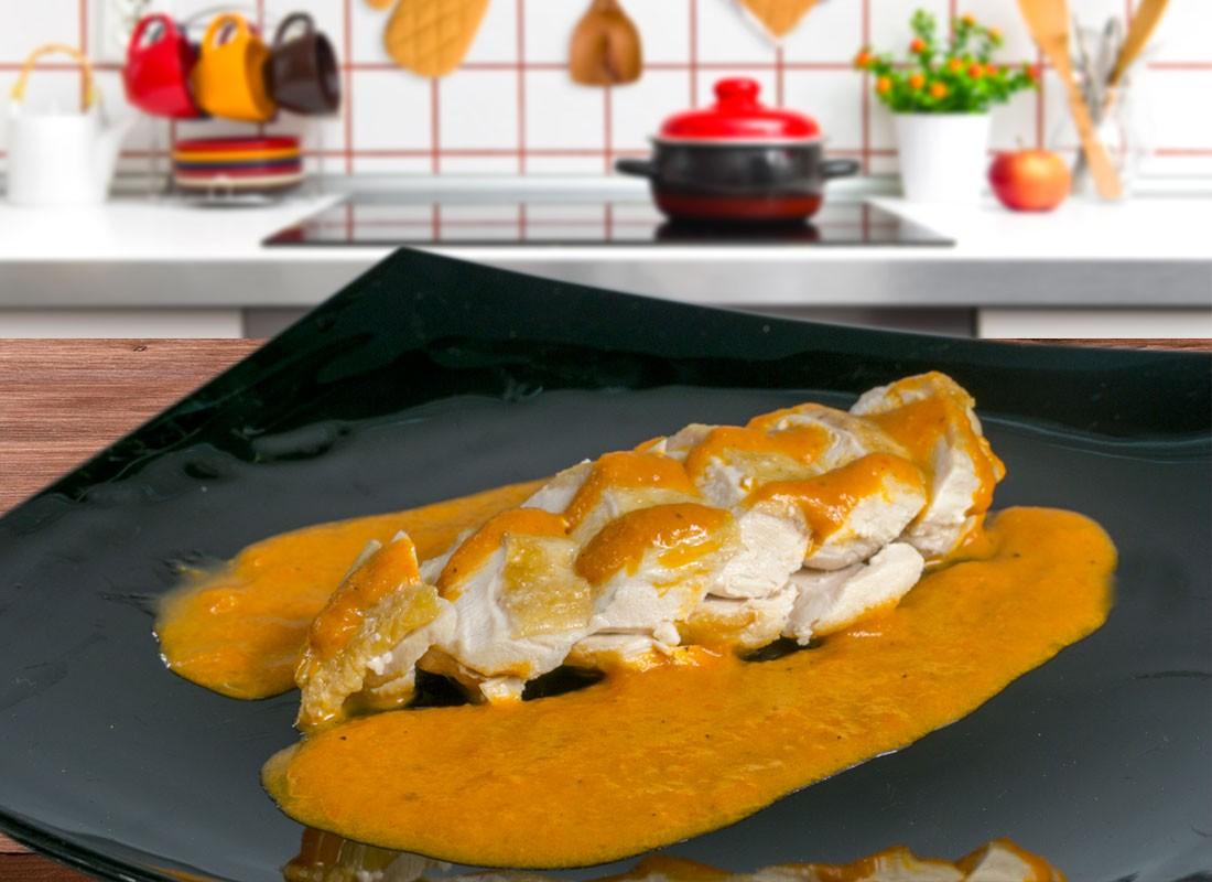 Pechuga de pollo con salsa de pimientos asados